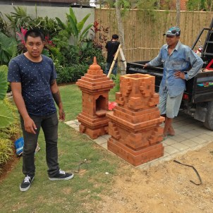 Bali_Temple_Delivery